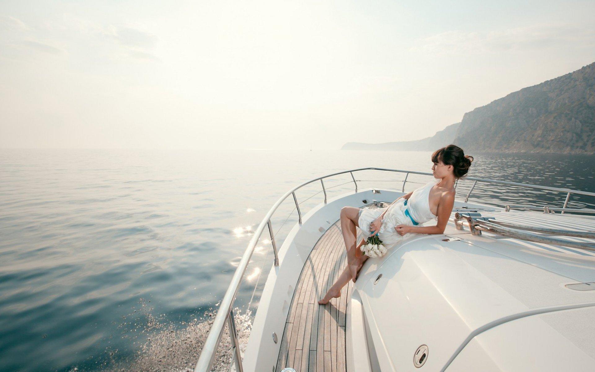 Почему девушкам полезен отдых на катере